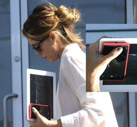 Check Out Jessica Alba's Nokia Lumia 920