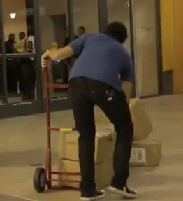 Prank: iPhone 5 Boxes Smash Infront of Apple Line [VIDEO]